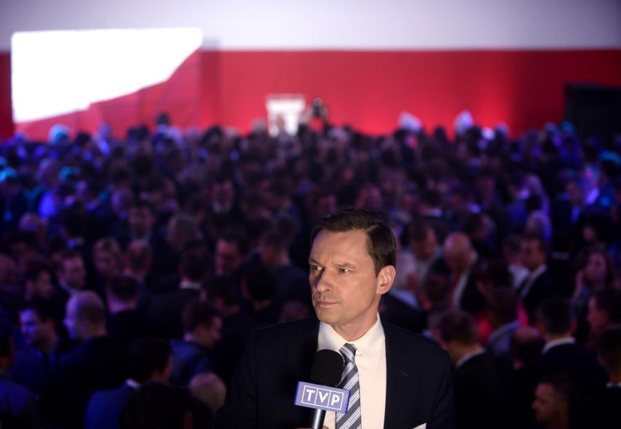 Dziennikarz TVP Krzysztof Ziemiec podczas wieczoru wyborczego w sztabie Andrzej Dudy w Warszawie