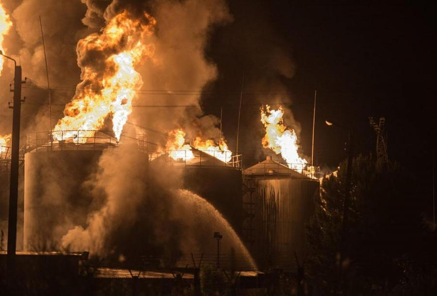 Płonie skład oleju w pobliżu Kijowa. Potężny pożar, zagrożony gazociąg