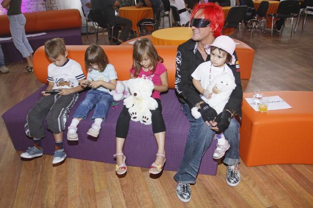 Michał Wiśniewski z dziećmi