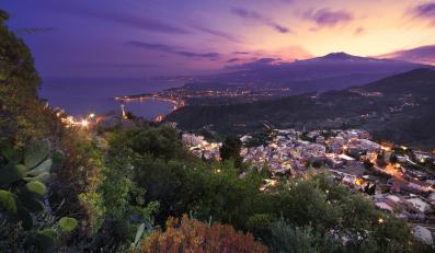 Sycylijska Taormina nocą