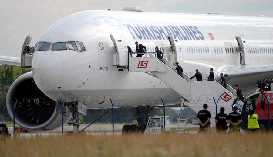 Turecki samolot na warszawskim lotnisku