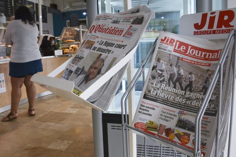 Lokalna prasa na Reunion informuje o szczątkach wyrzucanych przez morze
