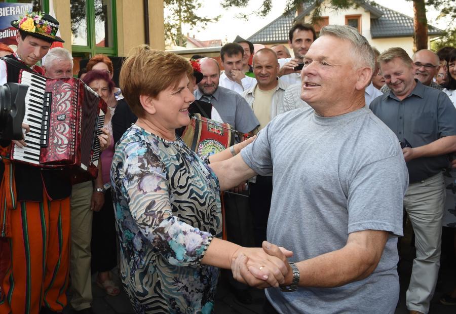 Beata Szydło porwana do tańca