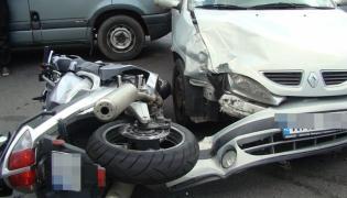 Młody kierowca sieje zniszczenie