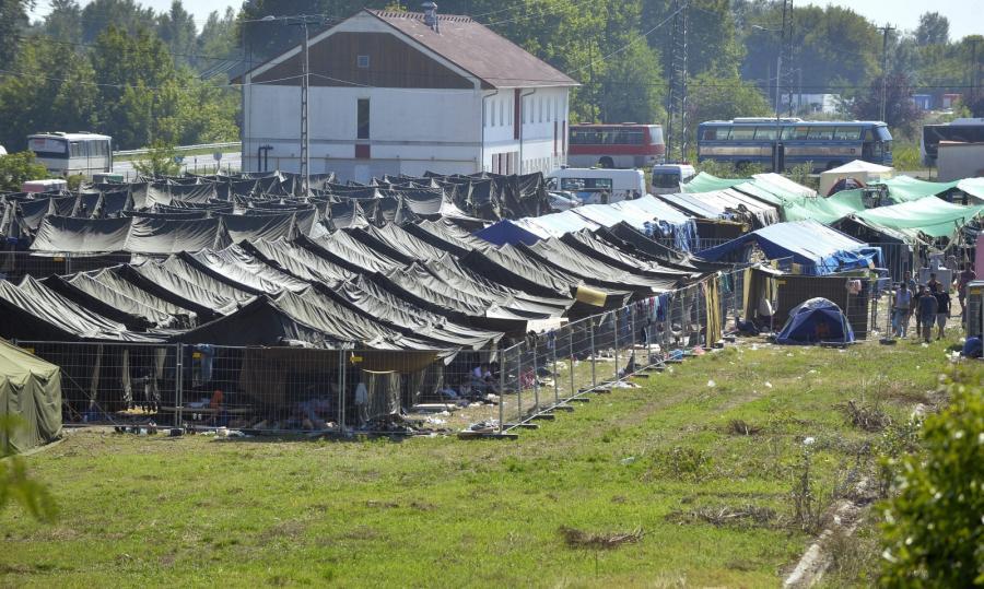 Obóz dla uchodźców na Węgrzech