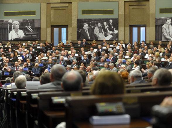 Opozycja zbojkotuje pierwsze obrady Sejmu