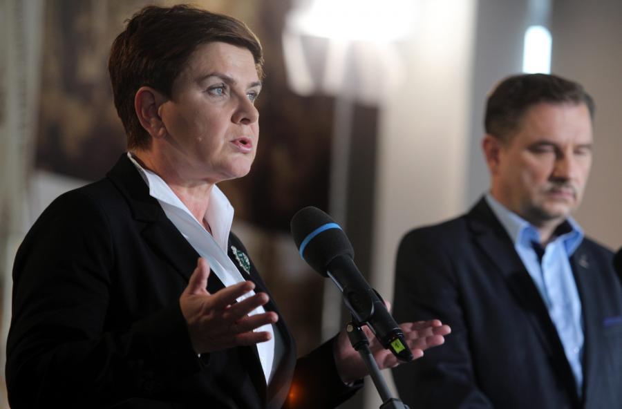 Wiceprezes PiS i kandydatka partii na premiera Beata Szydło i przewodniczący Komisji Krajowej NSZZ \