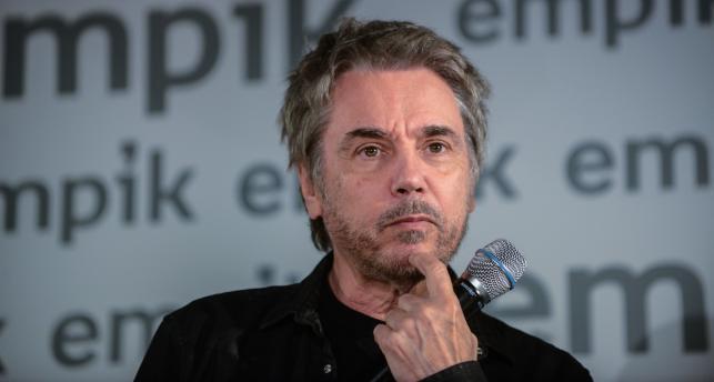 Francuski kompozytor muzyki elektronicznej Jean-Michel Jarre podczas spotkania z fanami w jednym z warszawskich Empików