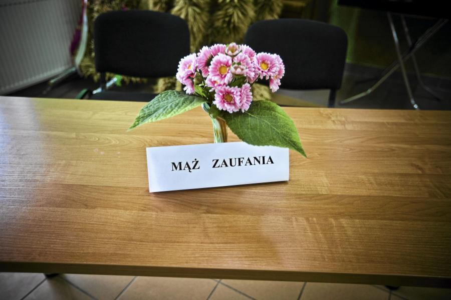 Stolik męża zaufania w czasie wyborów do parlamentu w 2011 roku, miejscowość Czyże