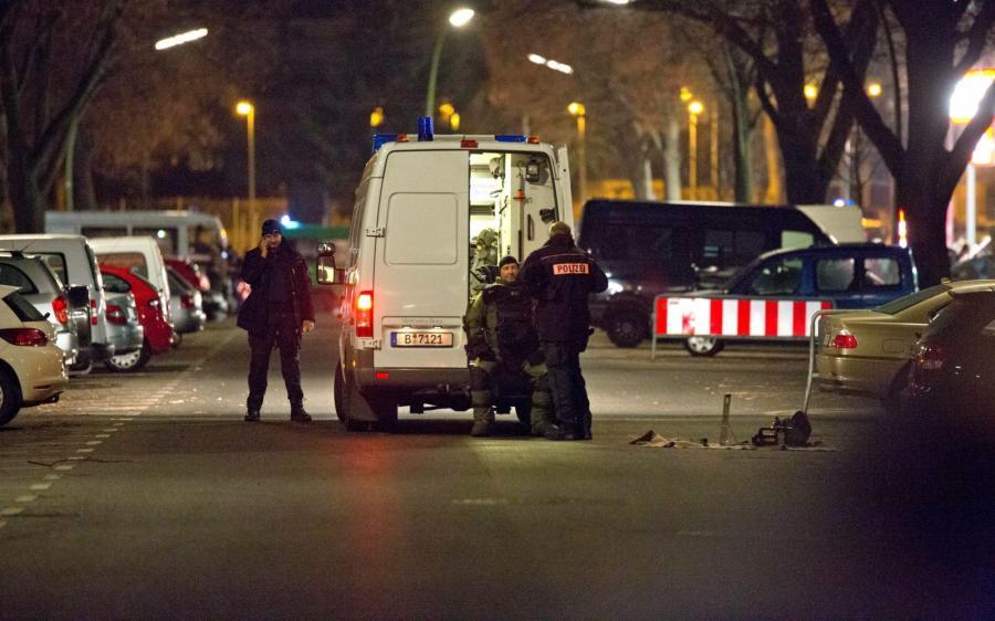 Niemiecka policja w berlińskiej dzielnicy Britz