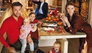 Karolina Malinowska i Olivier Janiak z synami w kampanii Apart