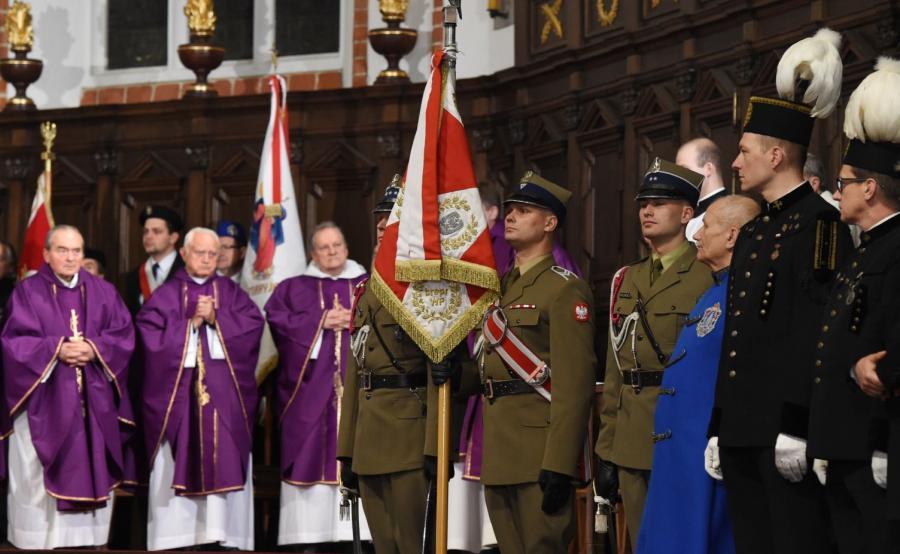 Obchody miesięcznicy katastrofy smoleńskiej z asystą honorową Wojska Polskiego