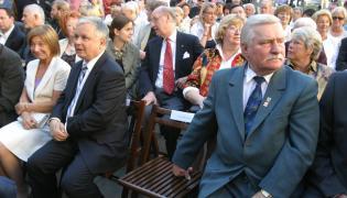 Lech Kaczyński z małżonką i Lech Wałęsa