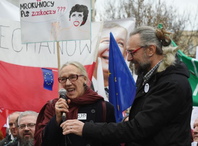 Maja Komorowska i Mateusz Kijowski na manifestacji KOD
