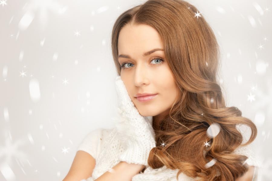 Kobieta w zimowej scenerii