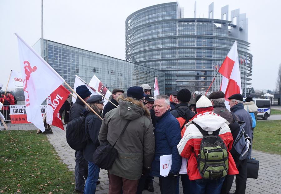 Manifestacja przed eurparlamentem