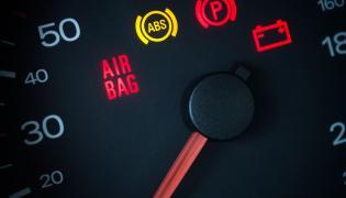 Co oznaczają kontrolki na desce rozdzielczej samochodu?