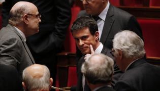 Manuel Valls (w środku)