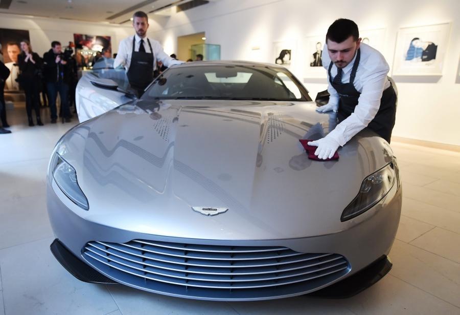 Aston Martin DB10 Jamesa Bonda trafi na aukcję