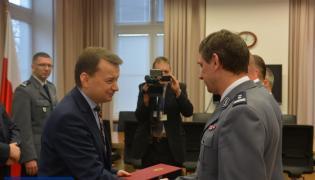 """Minister Mariusz Błaszczak wręczył nagrody """"łowcom cieni"""""""