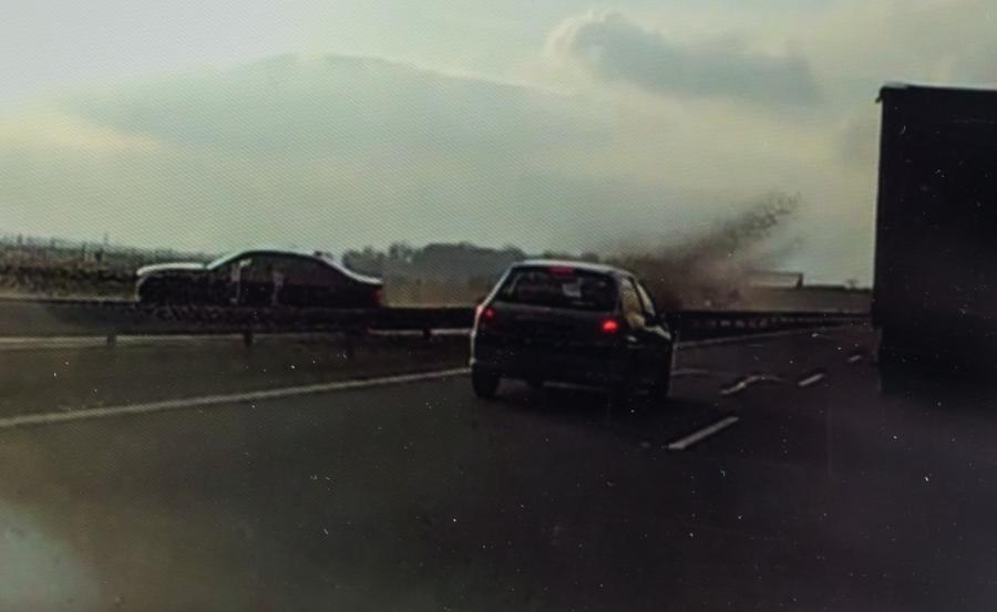 Kadr z filmu świadka wypadku prezydenckiego BMW