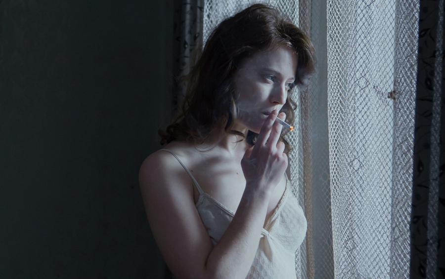 Lou de Laâge jako Mathilde w filmie \