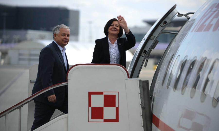 19 maja 2009 roku. Lech i Maria Kaczyńscy wchodzą na pokład Tu-154M