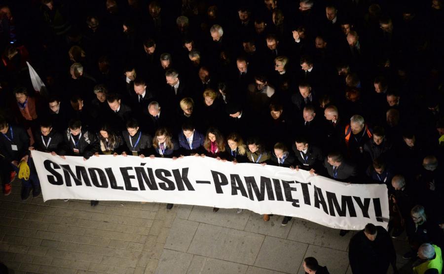 Marsz Pamięc z Placu Zamkowego przed Pałac Prezydencki