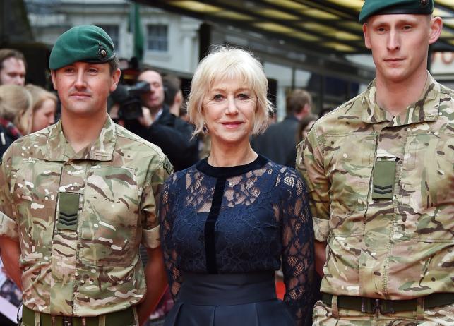 """Helen Mirren w obstawie żołnierzy na premierze """"Eye in the Sky"""""""
