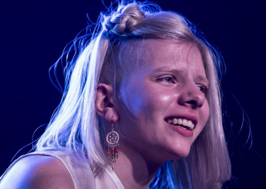 Aurora podczas koncertu w Bostonie