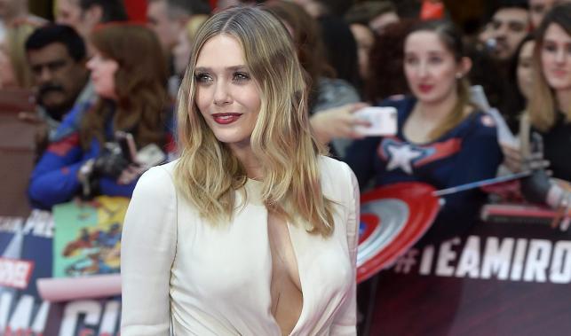 """Elizabeth Olsen, czyli filmowa Wanda Maximoff / Scarlet Witch na premierze filmu """"Kapitan Ameryka: Wojna bohaterów"""" w Londynie"""