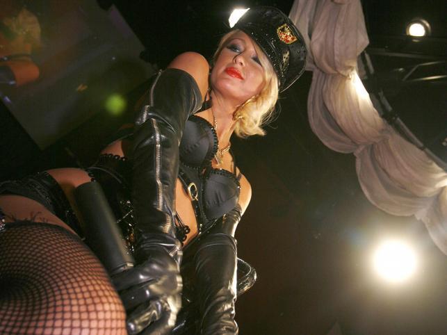 """Według rankinu """"Glamoura"""" Paris Hilton powinna zainwestować w osobistego stylistę"""