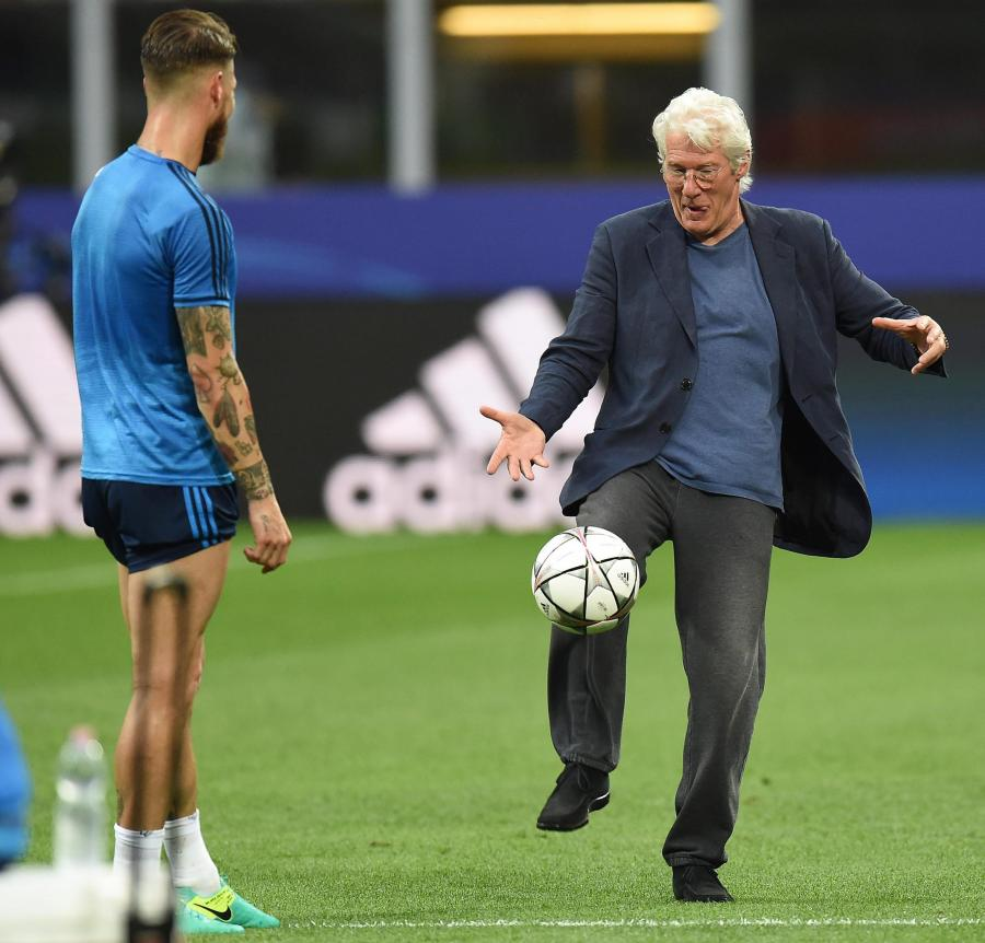 Richard Gere trenował na San Siro z piłkarzami Realu Madryt