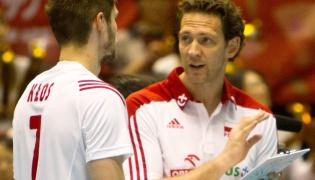 Trener reprezentacji Polski Stephane Antiga (P) i polski zawodnik Karol Kłos (L), podczas meczu Polska - Kanada