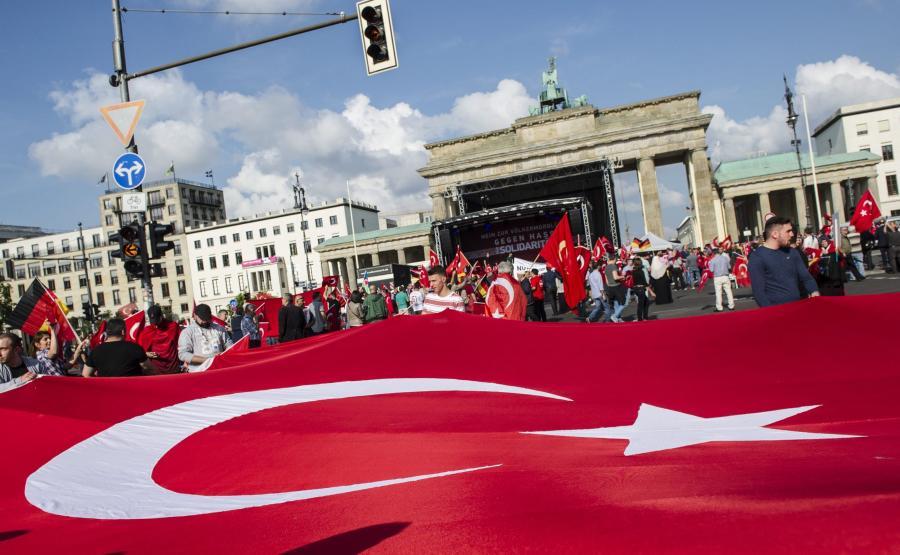 Protesty w Berlinie przeciw rezolucji Bundestagu