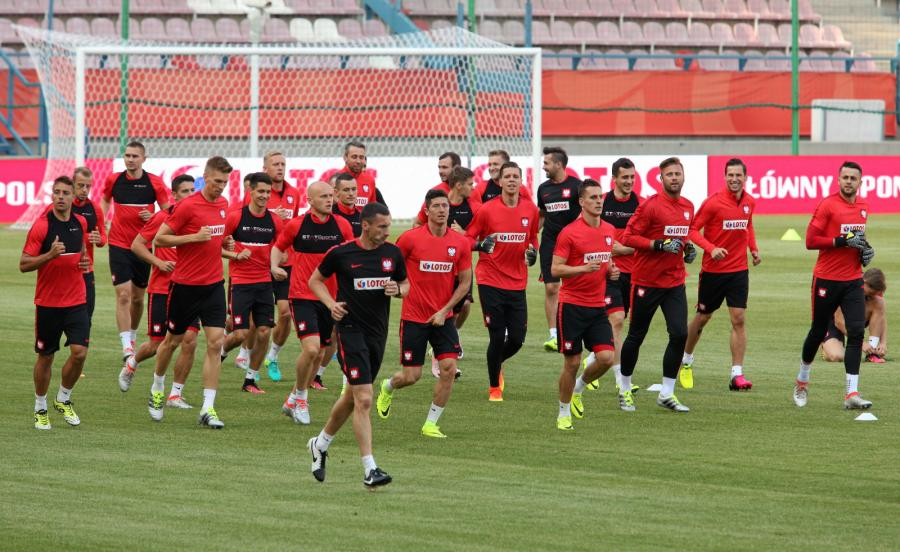 Zawodnicy piłkarskiej reprezentacji Polski podczas treningu na stadionie Wisły w Krakowie
