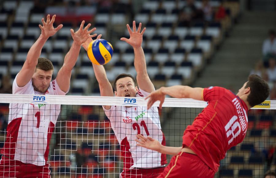 Piotr Nowakowski (L) i Rafał Buszek (C) oraz Thibault Rossard (P)