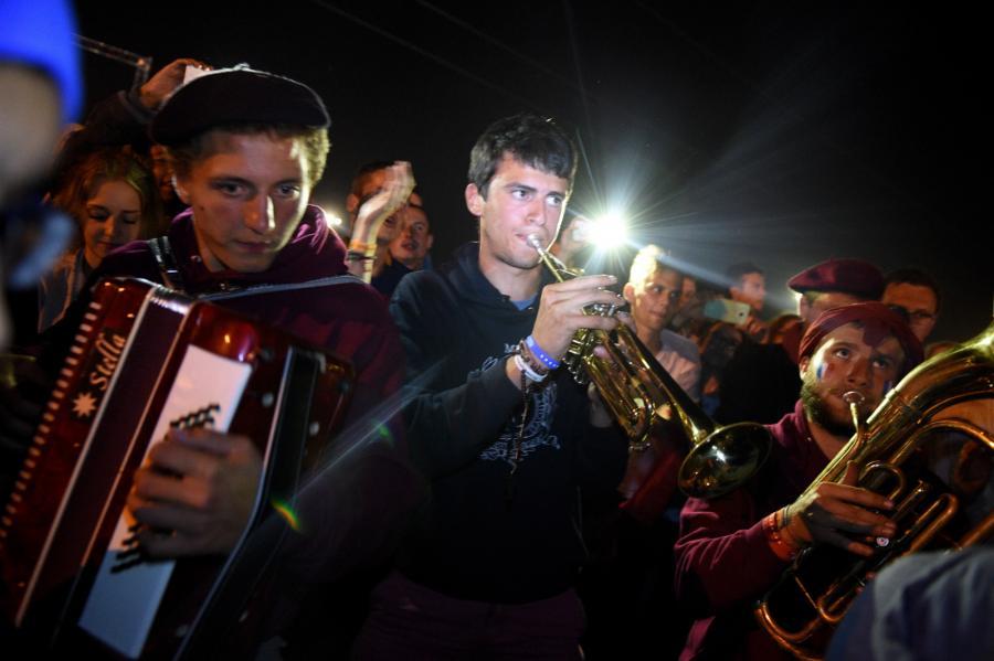 ŚDM: Nocne modlitwy i zabawa na terenie Campusu Misericordiae w Brzegach