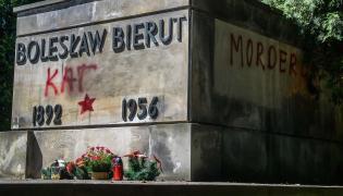 Zdewastowany grób Bolesława Bieruta