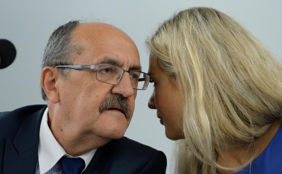 Wiceprzewodniczący Sejmowej Komisji Sprawiedliwości i Praw Człowieka Andrzej Matusiewicz (L) i Małgorzata Wassermann (P)