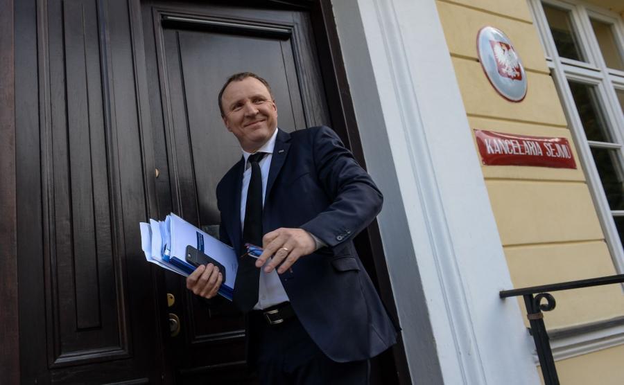 Obecny prezes TVP Jacek Kurski po przyjeździe do Sejmu, gdzie Rada Mediów Narodowych rozpoczęła przesłuchania kandydatów na nowego prezesa TVP