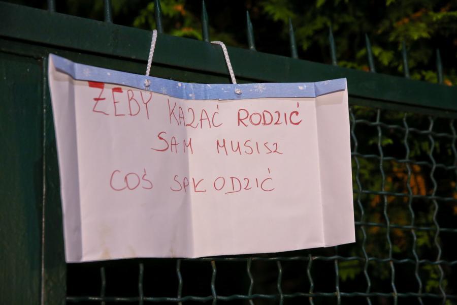 """""""Czarny protest"""" przed domem Jarosława Kaczyńskiego"""