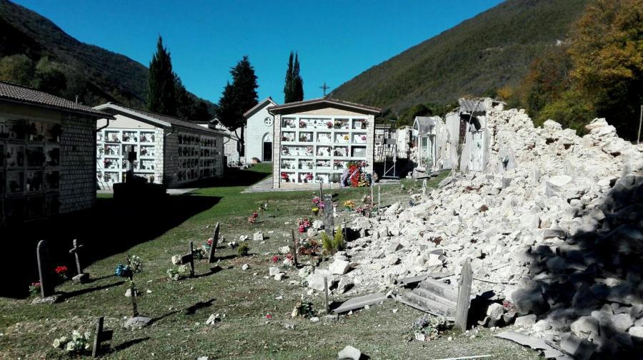 Zrujnowany cmentarz Castelsantangelo sul Nera