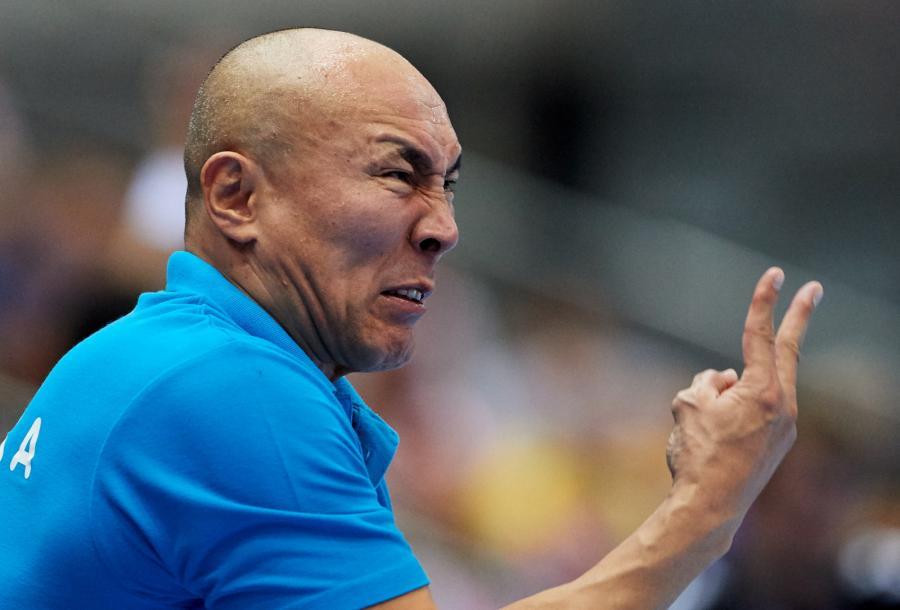 Tałant Dujszebajew podczas meczu eliminacyjnego mistrzostw Europy piłkarzy ręcznych z Serbią