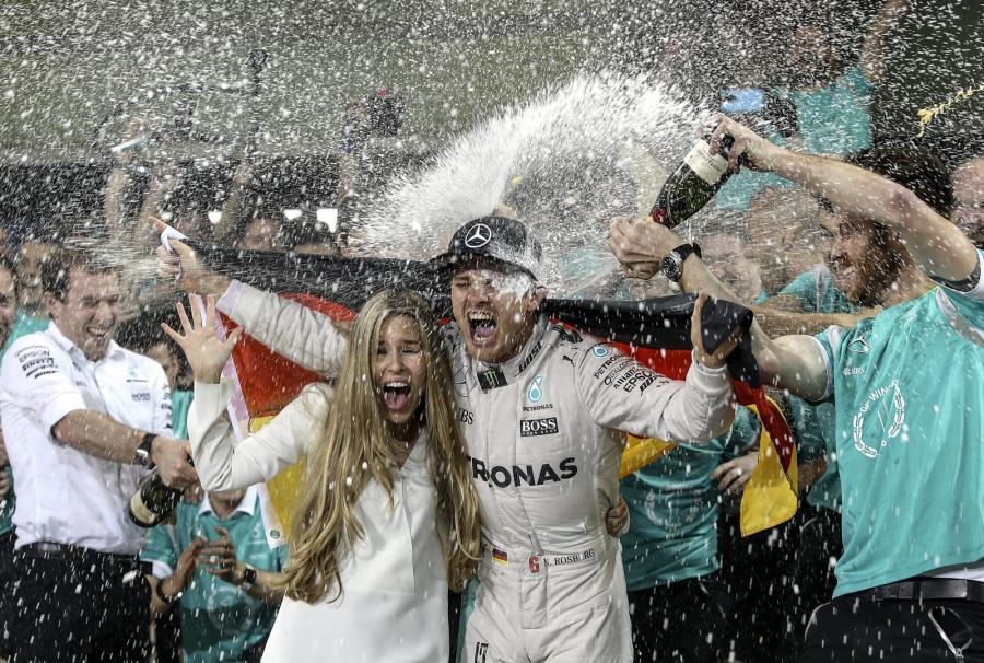 Nico Rosberg cieszy się razem ze swoją żoną
