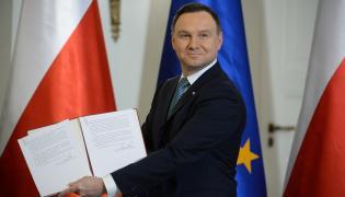 Prezydent Andrzej Duda podpisał ustawę obniżającą wiek emerytalny