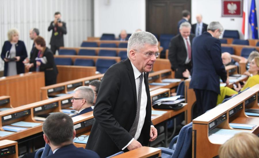 Marszałek Stanisław Karczewski podczas posiedzenia Senatu