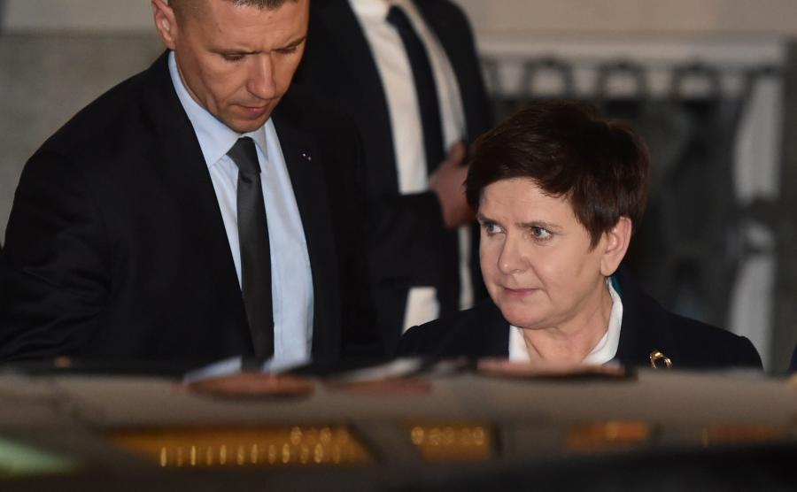 Beata Szydło wychodzi z prokuratury