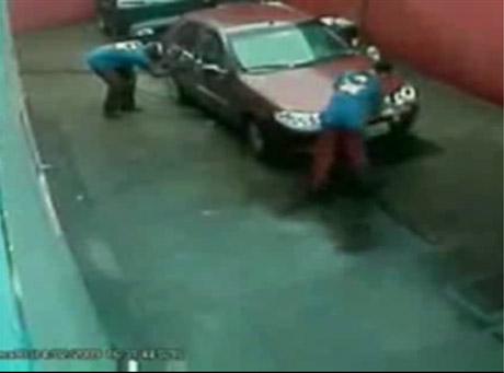 Cudem uciekli śmierci w myjni samochodowej