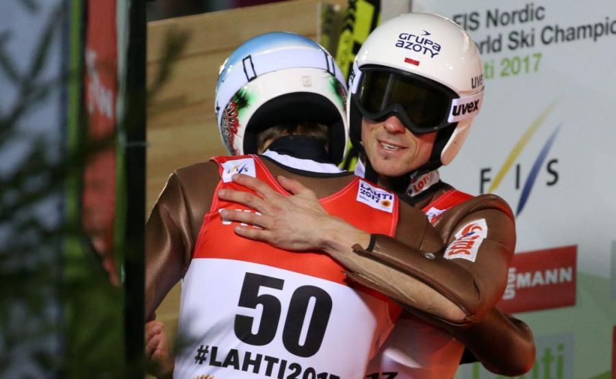 Kamil Stoch (L) i Piotr Żyła (P)